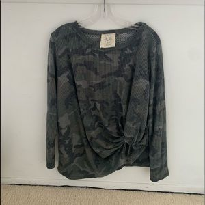 knotted camo long sleeve